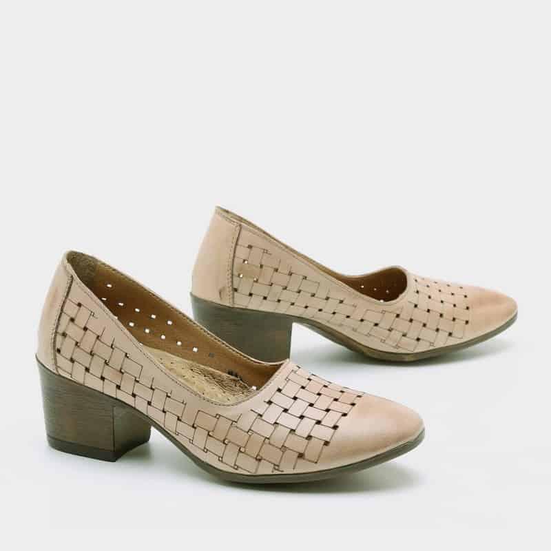 נעלי סירה עם עקב מעור – דגם נוי