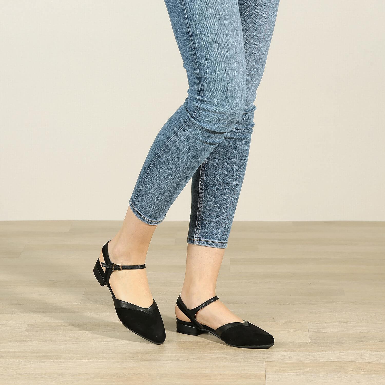 תמונת אווירה של נעלי סירה לנשים בצבע שחור - דגם אסתר 36552
