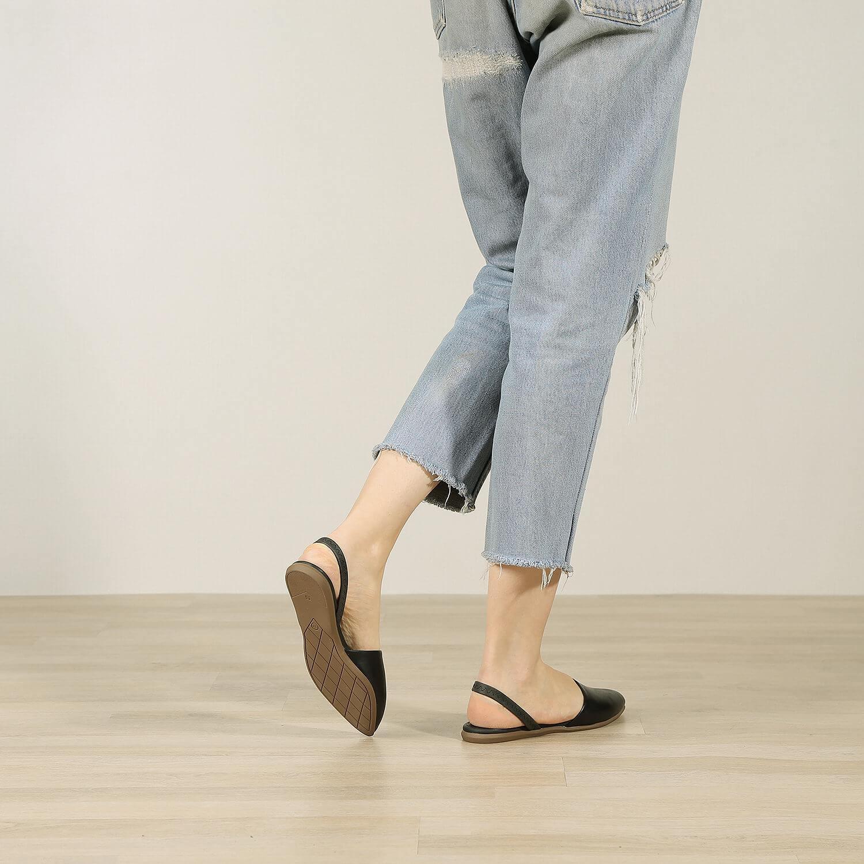 תמונת אווירה של נעלי בלרינה שטוחות קלאסיות בשחור - דגם מלי 5901