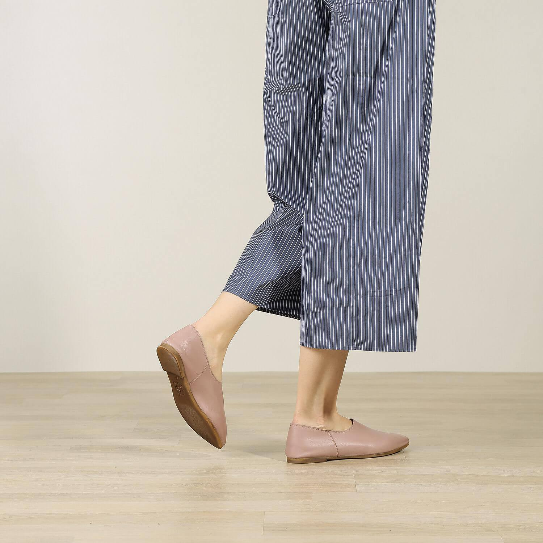 נעל בלרינה שטוחה וקלאסית בצבע ורוד - דגם נגה 8890 - תמונת אווירה 2