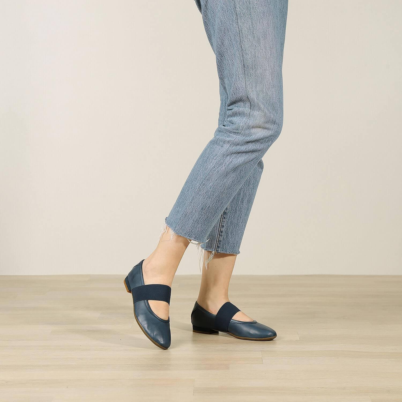 תמונת אווירה של נעלי בלרינה שטוחות בצבע כחול - דגם אורה 5911