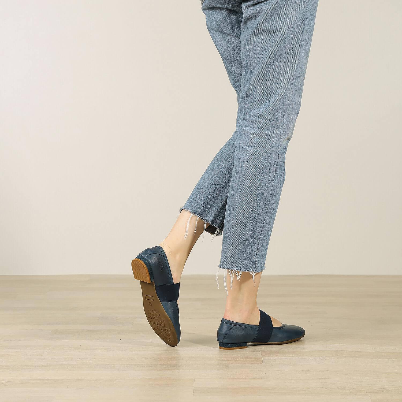 תמונת אווירה של נעלי בלרינה שטוחות בצבע כחול 2 - דגם אורה 5911