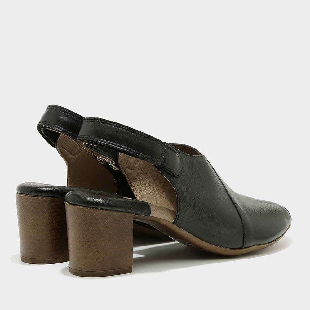 סנדלי איקס בצבע שחור לנשים - דגם ניצן 8595