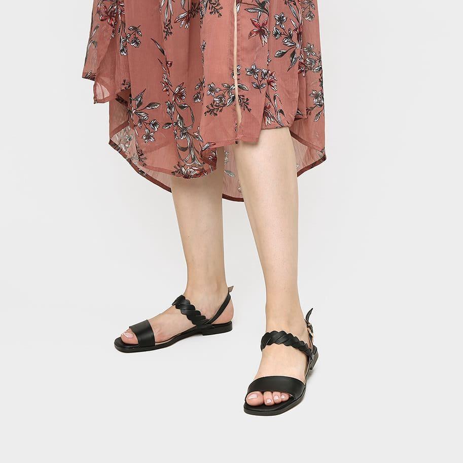 תמונת אווירה - סנדלים שטוחים לנשים בצבע שחור 2 - דגם ריבי 3931