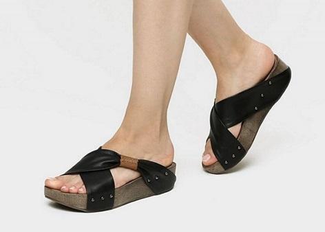 נעליים עם עקב פלטפורמה