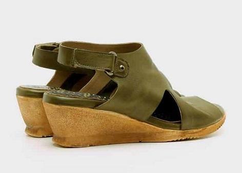 נעליים עם עקב רוקי