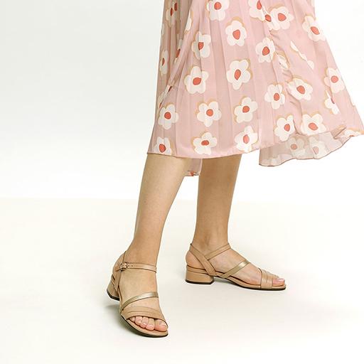 סנדלי קז'ואל עם רצועה אסימטארית, דגם – פריז