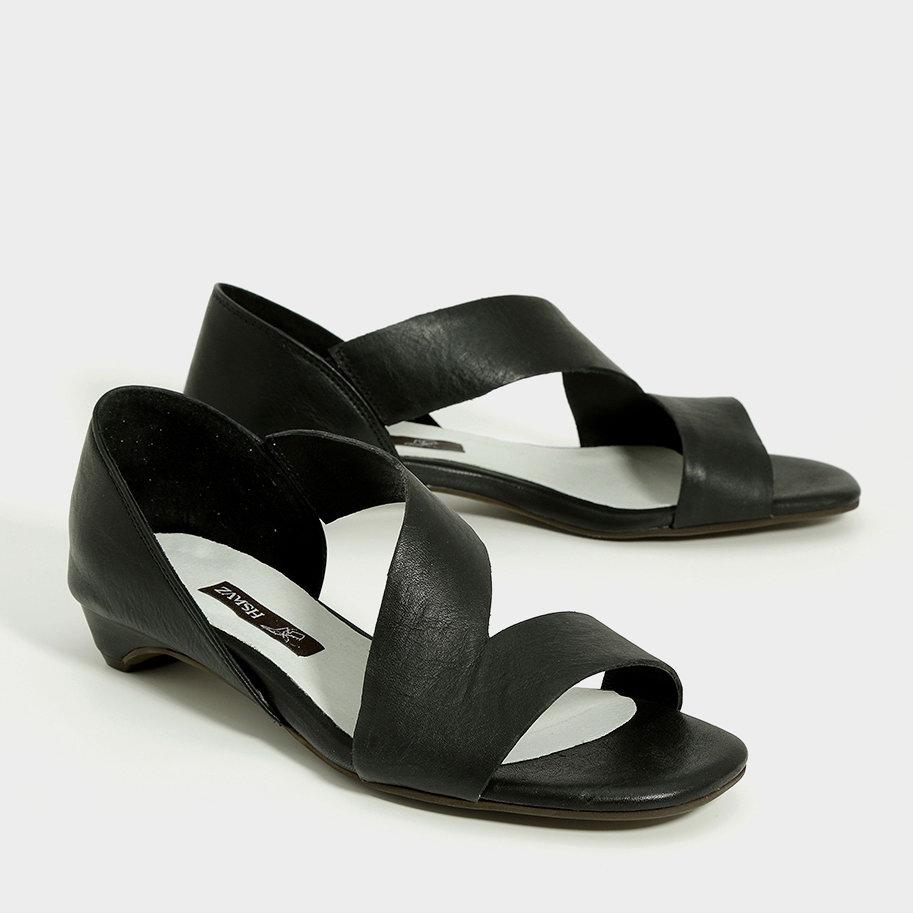 סנדלים לנשים בצבע שחור בעיצוב אסימטרי - דגם אדריאן 993576
