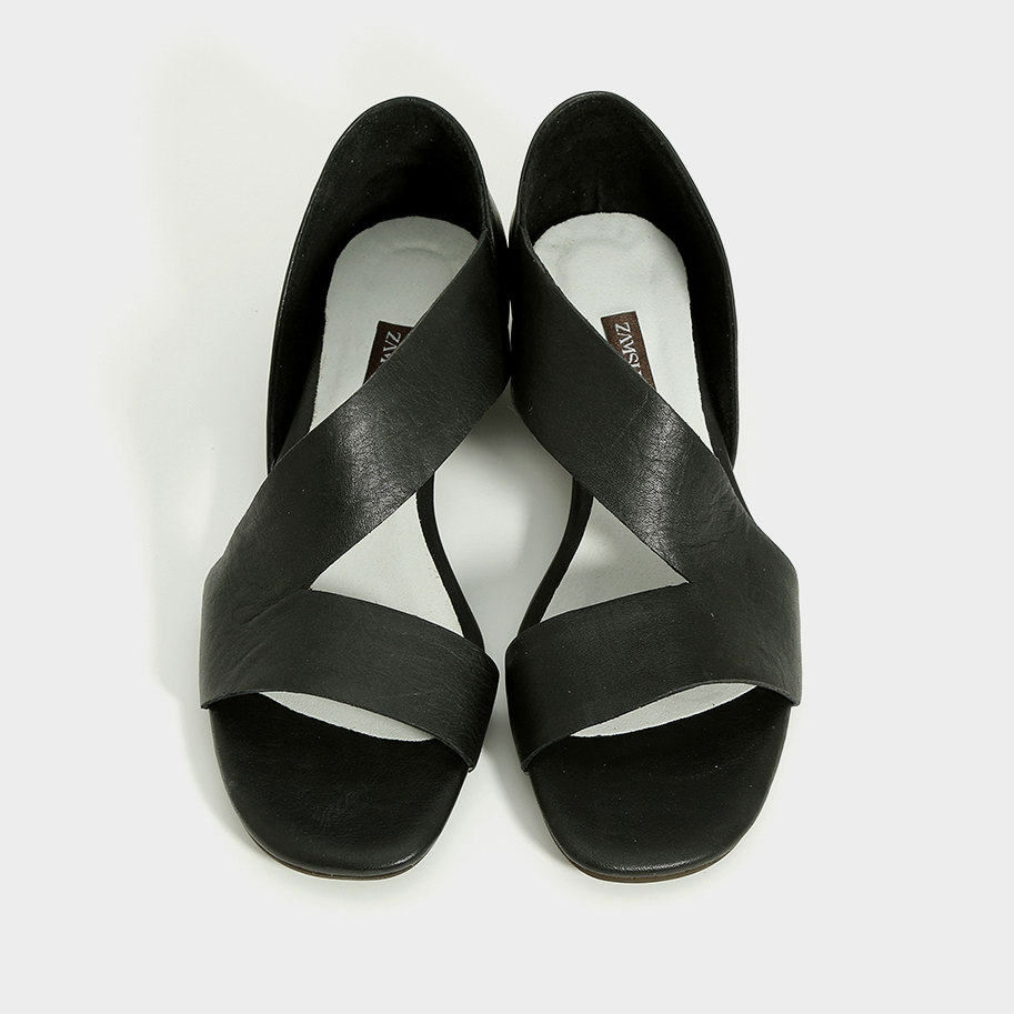 סנדלים שחורים מעור בעיצוב אסימטרי - דגם אדריאן 993576