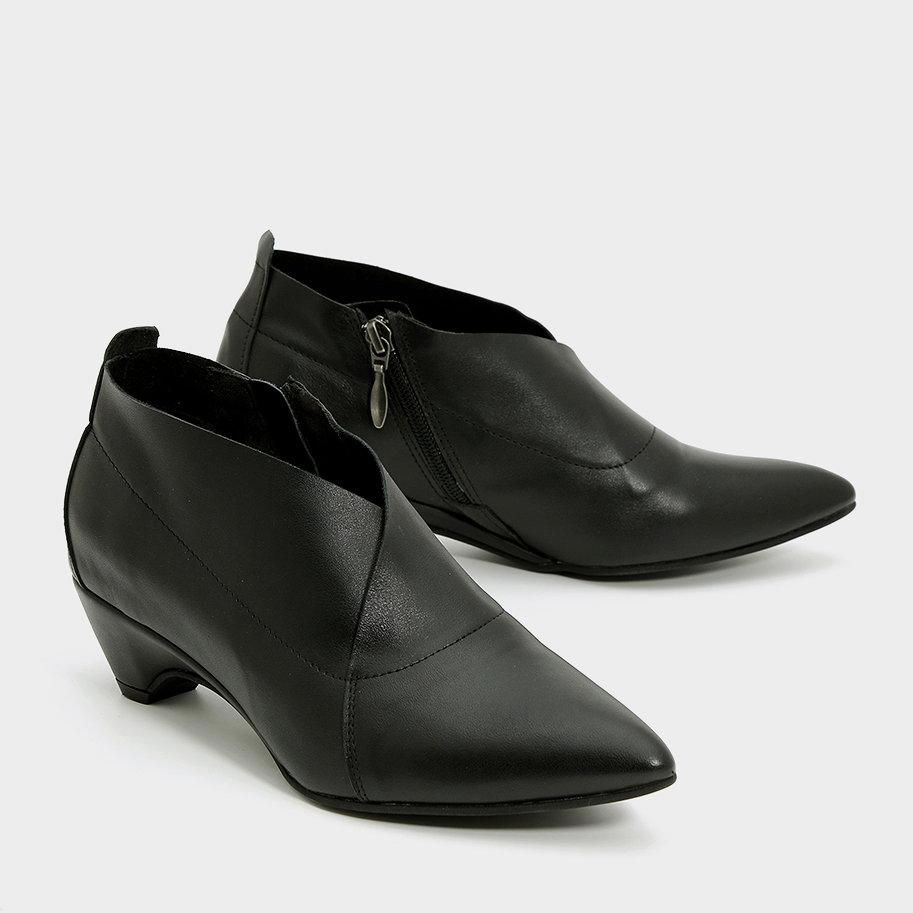 נעלי שפיץ אסימטרי